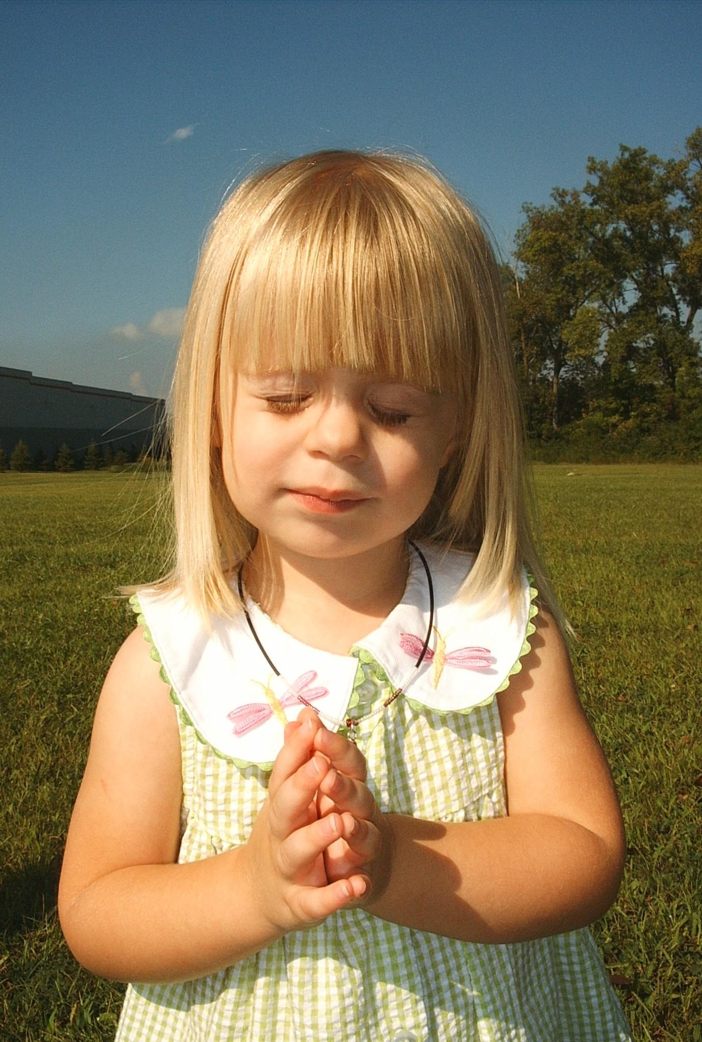 little-girl-praying.jpg